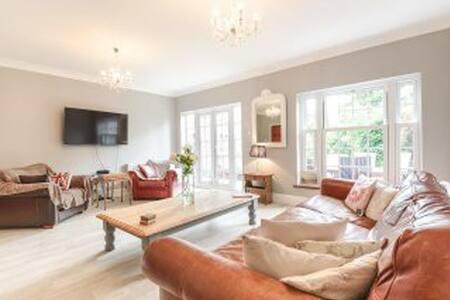 SANITISED 5/6 BEDROOM LONDON HOUSE.  WIFI! GARDEN!