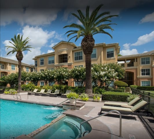 ⭐️New Listing Discount 15%⭐️ Galleria⭐️⭐️Pool⭐️King Bed