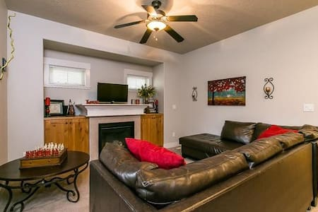 Trendy Home 15 min from downtown (privacy & space) - Boise
