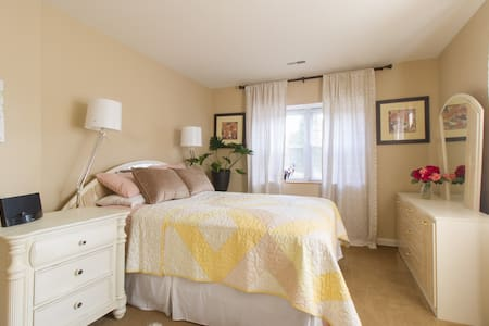 Bright☆Quiet☆  Comfortable☆private bath,Norristown