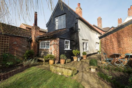 Charming 15th century cottage in historic Hingham