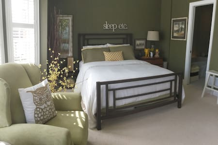 Near Glen Abbey - One Bedroom - Oakville - Rumah bandar