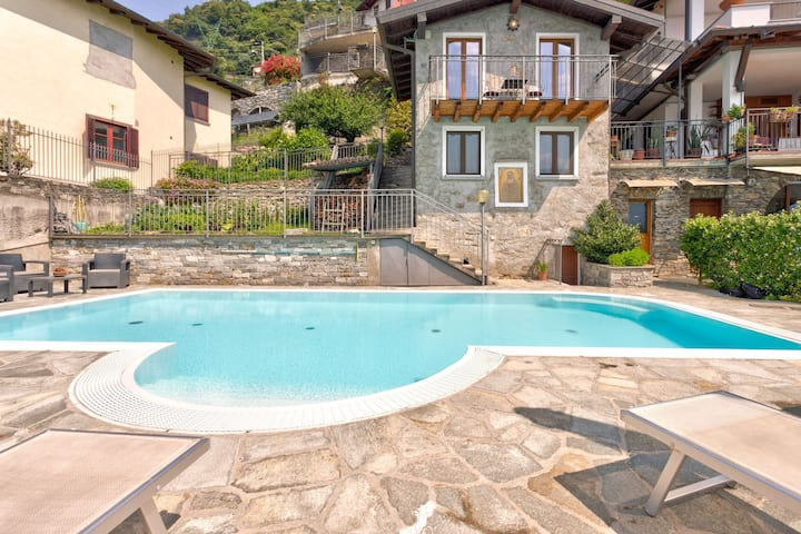 Modern Holiday Home with Swimming Pool in Gravedona