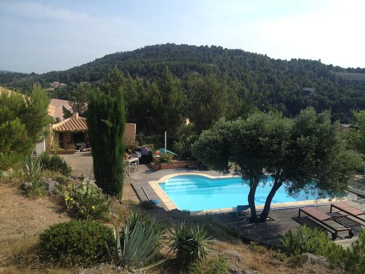 Villa en garrigue, piscine et près de la mer ...