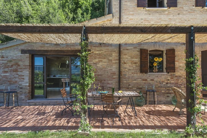 Graceful Vila in Montefelcino with Garden