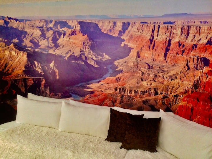 Grand Canyon murals/king bed/desk/dogs/grill/patio