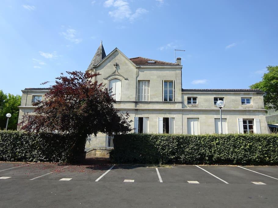 Joli studio 4 km centre bordeaux appartements louer for Location de studio a bordeaux