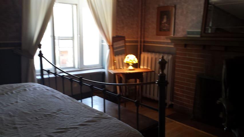 Retreat Yourself Romantic - Toronto - House