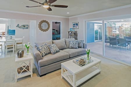 Family Beach Cottage W/Pool, Recently Renovated