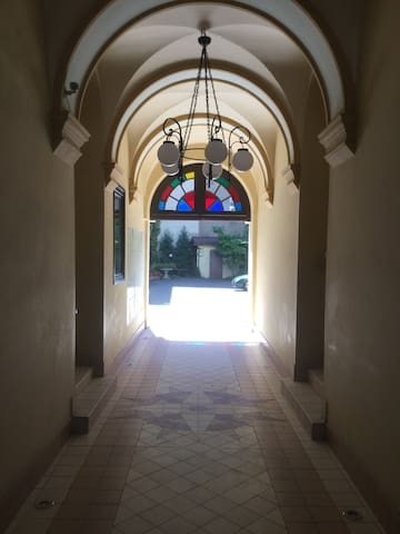 inner hall leading to the patio