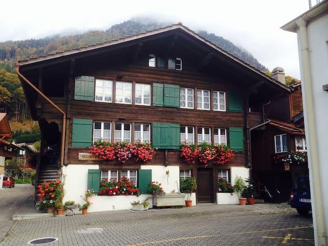 Charming Swiss Chalet/Ferienwohnung