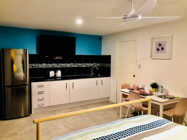 Mooloolaba's Private Pool Guest House