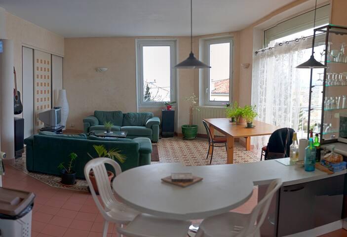 Chambre dans maison au pied de la bonne mère