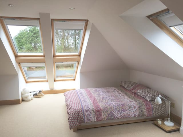 Loft space in idyllic cottage, wonderful location - Troon - Huis