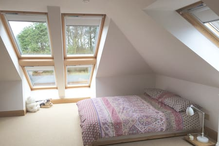 Loft space in idyllic cottage, wonderful location - Troon - Ház