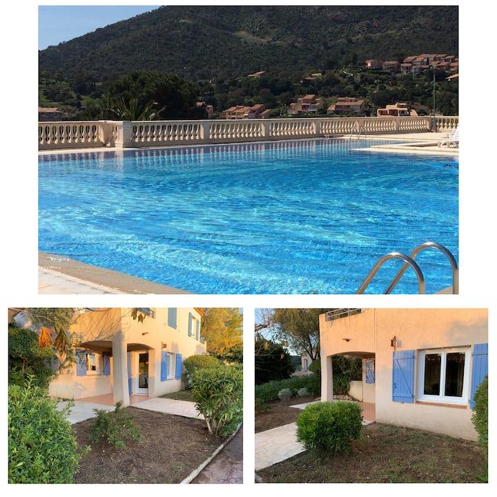 Les Issambres Appartement vue mer T2 avec piscine