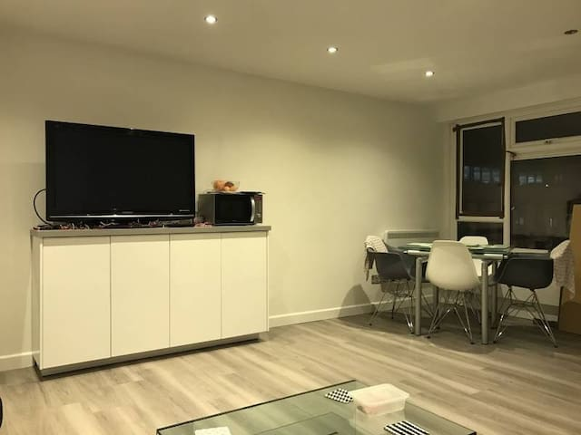 Modern Light and bright central flat in Guildford - Guildford - Daire