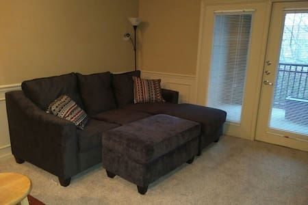 Luxury Apartment in Prime Location Near Airport - Kansas City