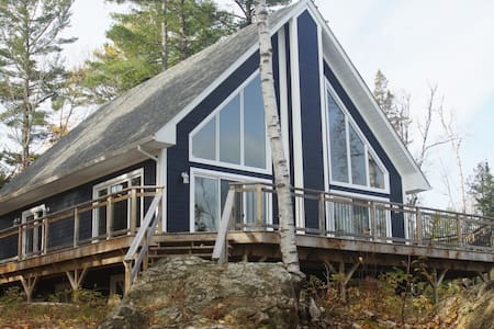 Executive cottage on lac Castor Blanc - Gracefield