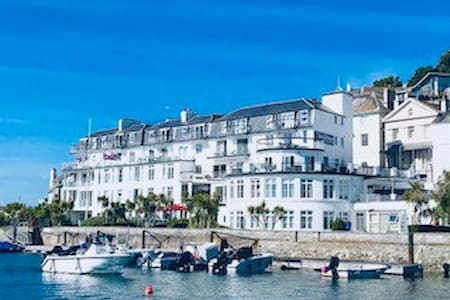 Apartment in Iconic Salcombe Building