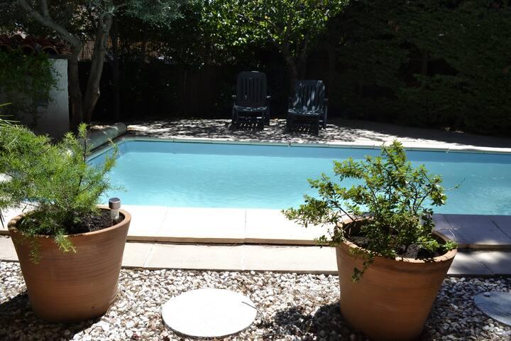 Chambre double avec jardin et piscine