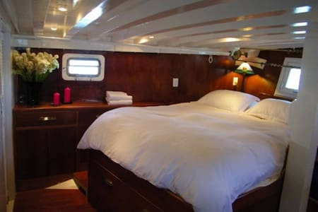 Gorgeous owner's stateroom aboard a classic yacht - Oakland