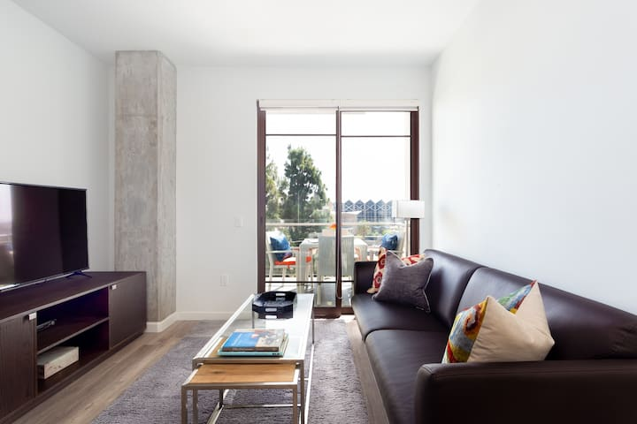 Modern Living with Pool in Downtown Playa Vista