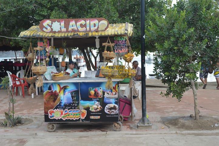 Kioskos de venta de jugos naturales en Taganga