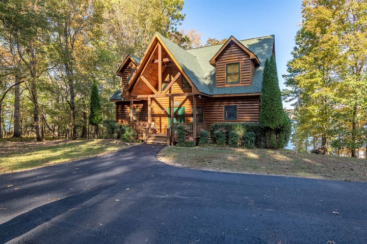 NEW LISTING!!! Lovely Log Cabin in the Woods