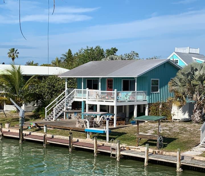 LunaSea, WATERFRONT  cabin. Gilligan's Island !!