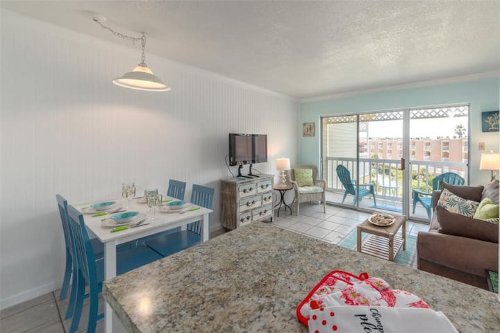 Remodeled Oceanside Condo