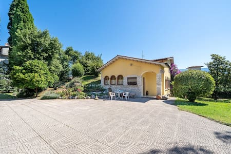 Holiday cottage with 4 bedrooms on 160m² in Bogliaco BS