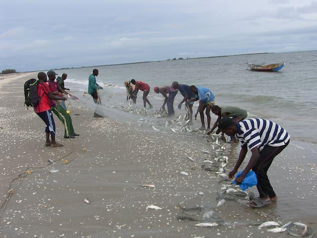 Villageois en pêche au filet