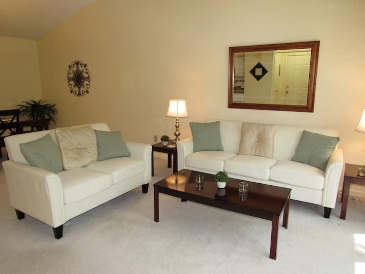 Sunny Pristine 2nd Floor Condo in Upscale Area