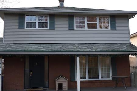 3BR Home 15 Min To Dwtn Montreal - Candiac - Dům