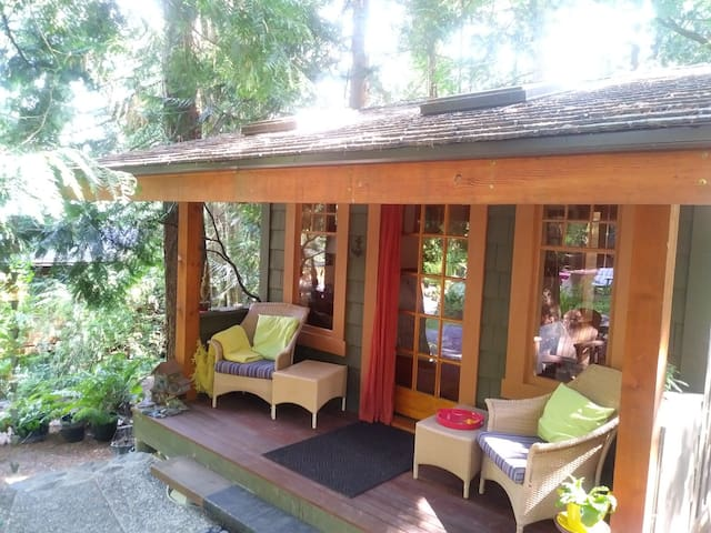 Enchanted Cabin in  Forest Ferries & Airport close