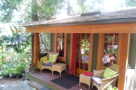 Enchanted Cabin  close to Ferries & Airport