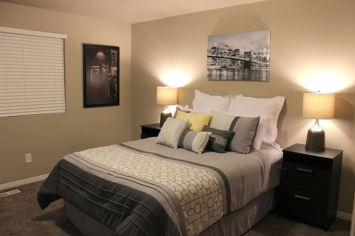 Relaxing Private Bedroom in Gated Community - Murray - Maison de ville