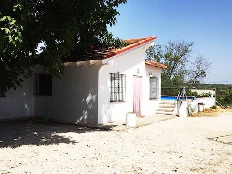 Casita rural con piscina en Enguera