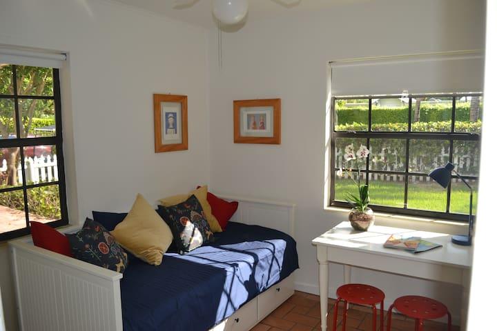 Casa Luz , charming home in Key Biscayne - Key Biscayne - Dom