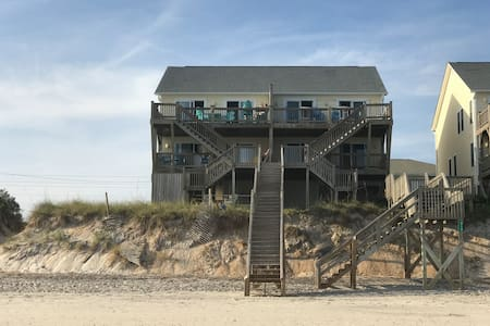 Master suite with private oceanfront patio access - Surf City