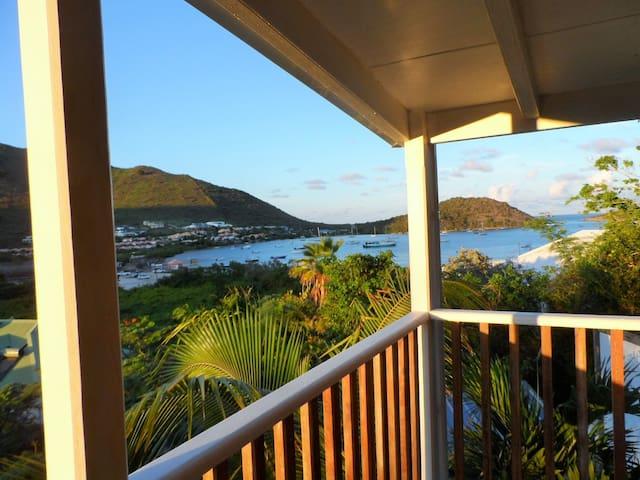 Petite maison créole avec vue mer - MF - บ้าน