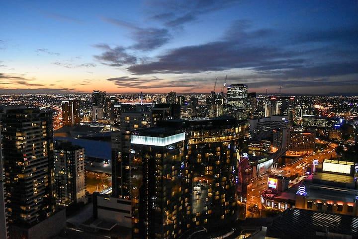 Breathtaking City Views Master Bedroom Ensuite