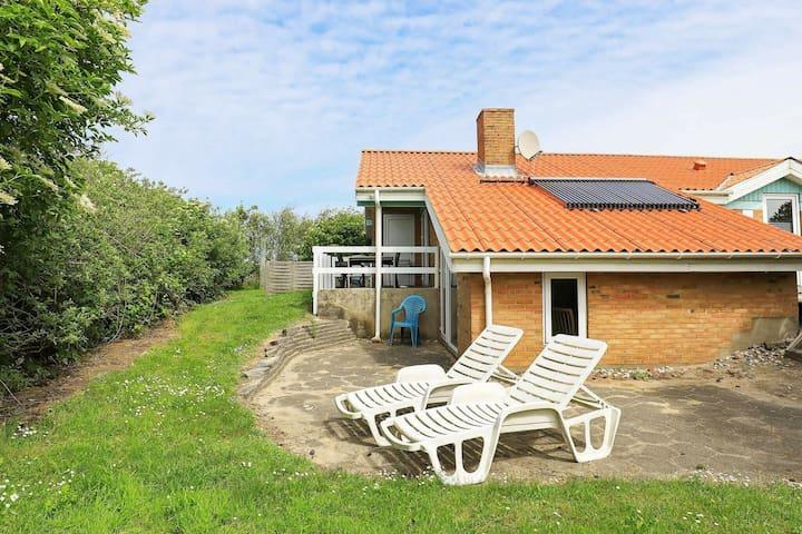 Lujosa casa de vacaciones en Jutland con sauna cerca del mar