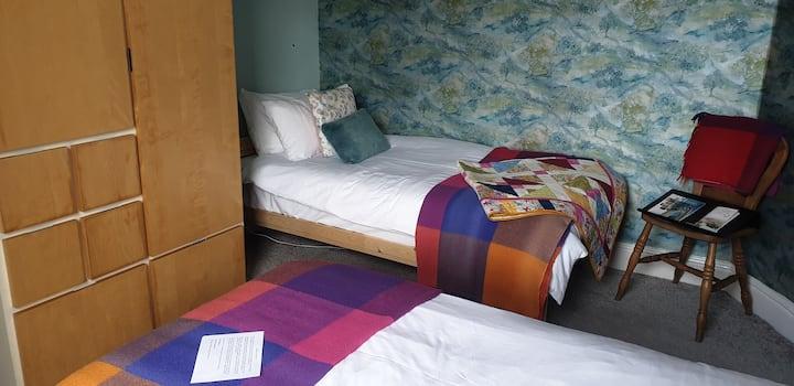 Twin room in the heart of Glastonbury