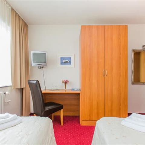 Standard double/twin room with private bathroom
