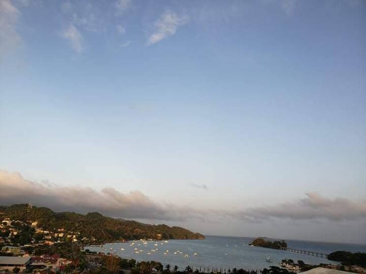 Habitacion privada con vistas al mar y ciudad