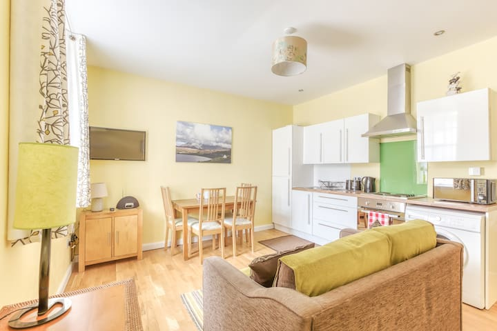 Quiet Royal Mile Apartment, walk to everywhere