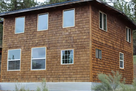 Off Grid- Dry cabin in the pines with sauna