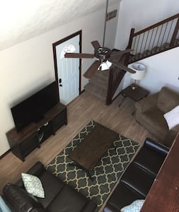 Spacious BridgesBay Cabin 3BR/2BA+loft - Sleeps 14